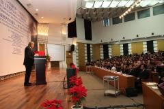 Hildemar Holl richtet sein Grußwort an die Symposiumsteilnehmer