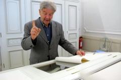Peter Scheuenstuhl erläutert Autographen