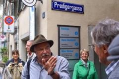 Adrian Naef führt durch Zürich